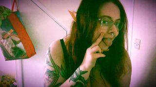 Ye wouldnae shag an elf! - Big Tiddy Goth Girls